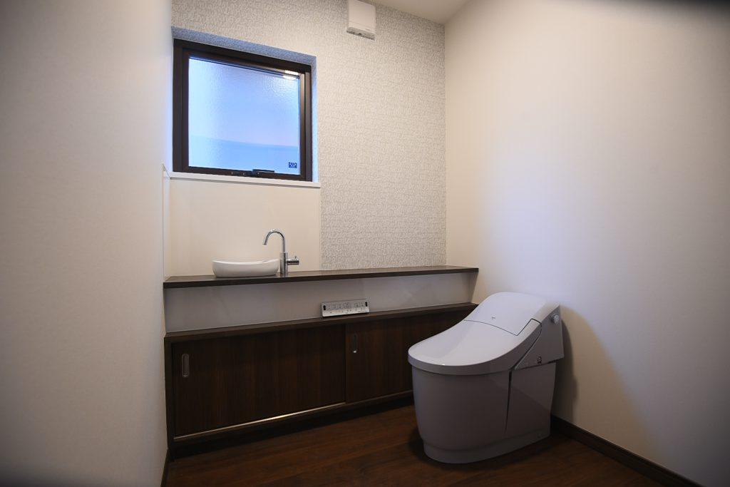 広々としたトイレ空間 八戸市 リノベーション ぐっとリノベ