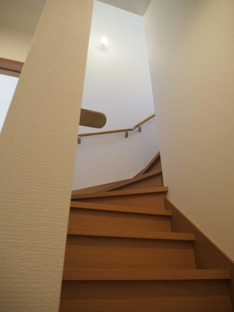 階段には手すりを設置|八戸市 リノベーション|八戸市 工務店