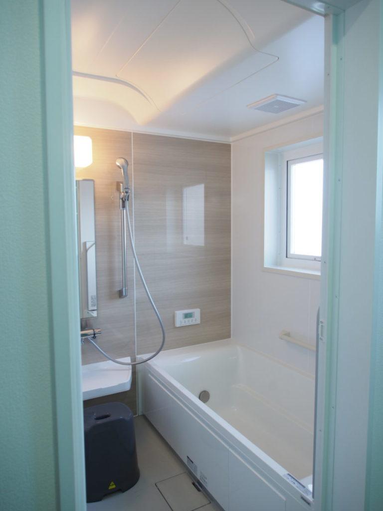 アクセントクロスがかわいい洗面脱衣室|八戸市 リノベーション|ぐっとリノベ