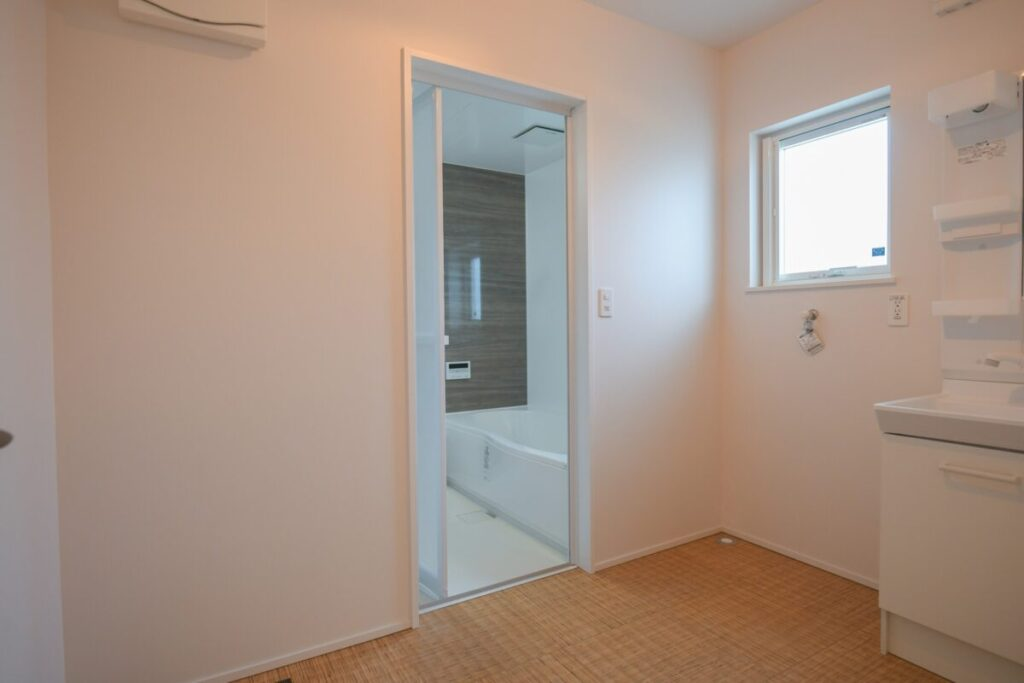 リノベーションモデルハウスの脱衣室|八戸市 工務店